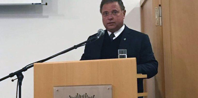 Ministro da Agricultura lança livro sobre abelhas em embaixada na Alemanha